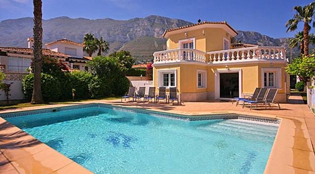 5 ventajas que te convencer n de comprar una casa en d nia con piscina - Casa de verano con piscina ...