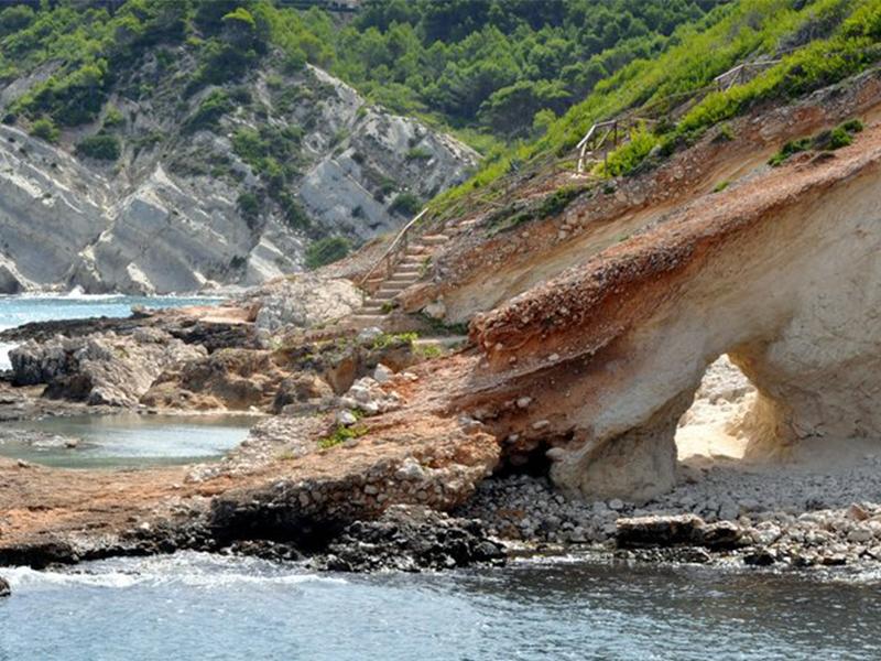 Cala Blanca - 12 playas y calas de Jávea: una para disfrutar cada mes el año