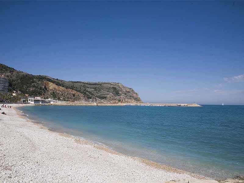 playa de la Grava 12 playas y calas de Jávea: una para disfrutar cada mes el año