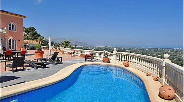 Porque es mejor vender tu villa en Dénia en exclusiva con una inmobiliaria
