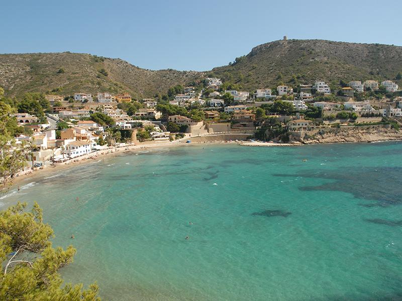 Moraira, propiedades en la Costa Blanca en las playas con Bandera Azul 2018